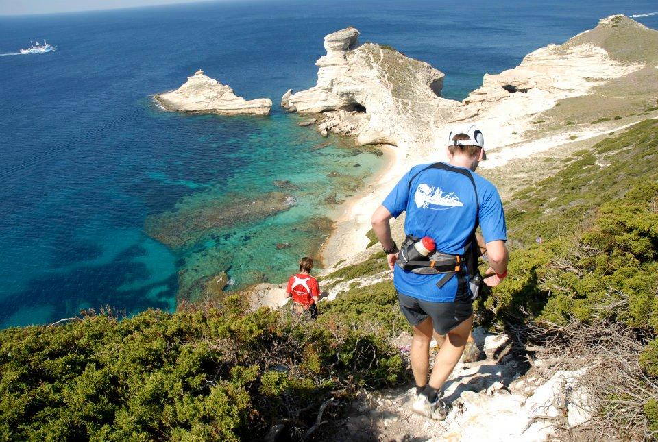 courir le trail des falaises à Bonifacio