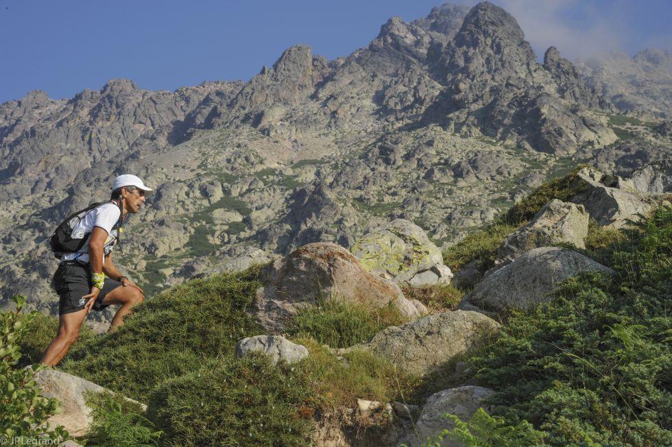 Trail dans les montagnes en Corse