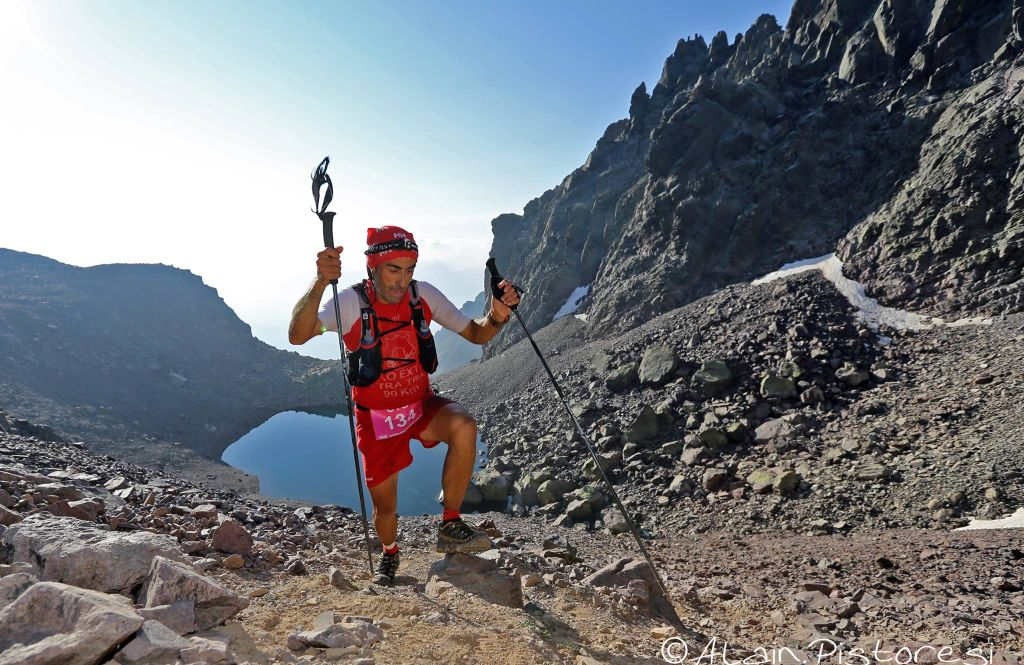 Courir un trail en Corse : avec ou sans bâtons ?